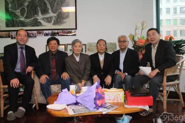 徐英含教授及其夫人与到访专家合影